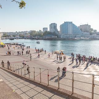 For many Russians, Crimea brings back memories of Soviet-era holidays. Sebastopol, May 2013. (Photo: J 29/Wikimedia Commons)