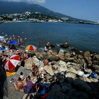 The Crimean resort of Yalta has long been a popular holiday destination. Crimea, 2003. (Photo: Oleg Nikishin/Getty Images)