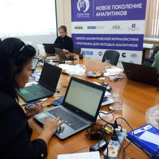 "IWPR's ""training for trainers"" workshop for a group of Uzbek editors and journalism teachers. (Photo: CABAR)"