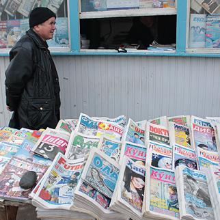 Newspaper kiosk in Uzbekistan. (Photo: IWPR)