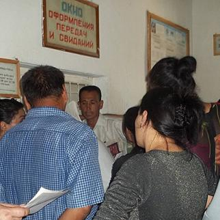 Prison visit time in Uzbekistan. (Photo: IWPR)