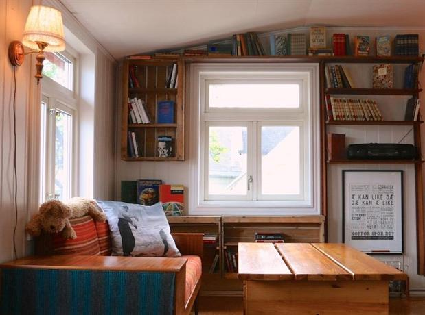 Tromso-bed-and-books