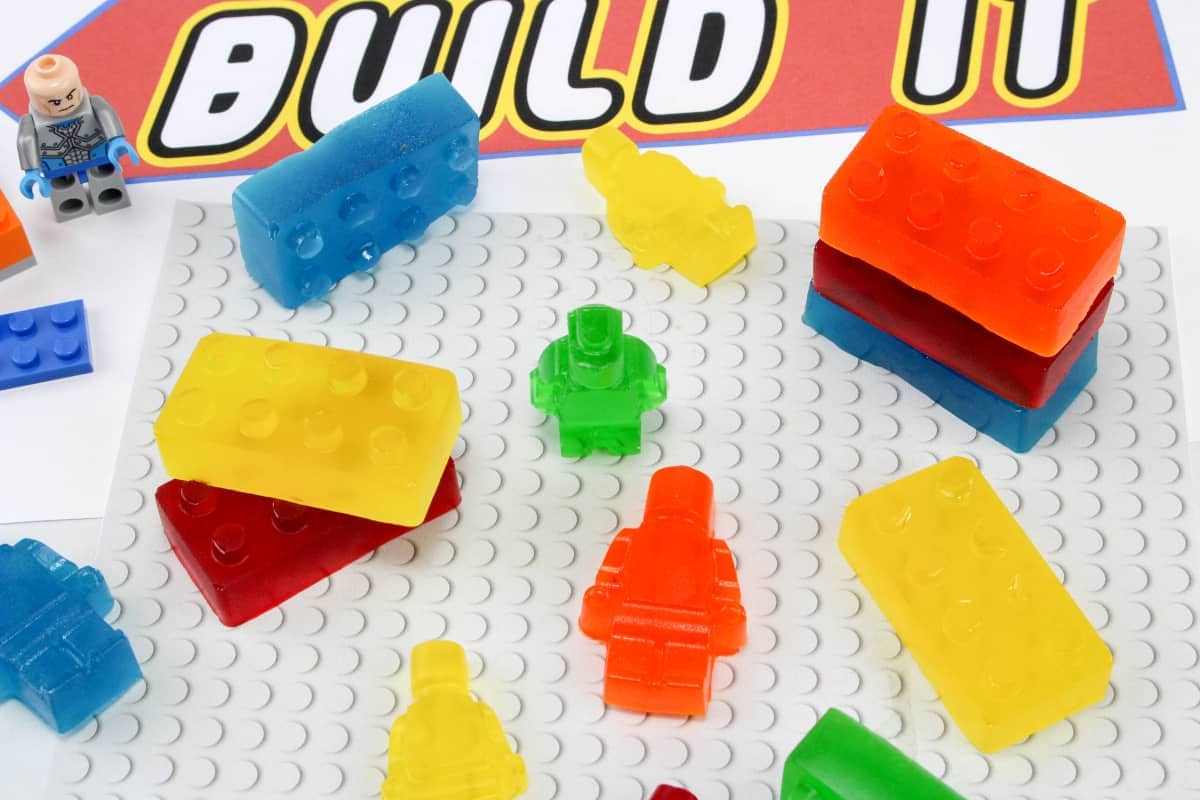 My kids LOVE the LEGO movie. And since the sequel: LEGO Movie 2 is coming out soon, I thought I'd do a little movie night and make LEGO Jello Treats! #nerdymammablog #LEGO #JELLO