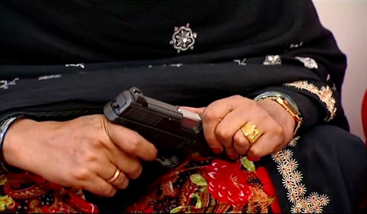 woman in swat shoots lover