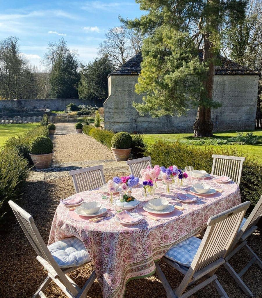 Alice Naylor-Leyland's outdoor table setting
