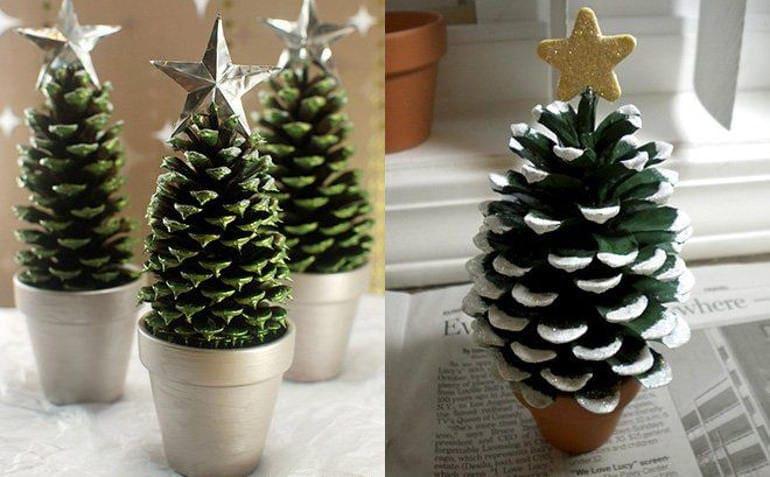 arbol de navidad con piñas de pino