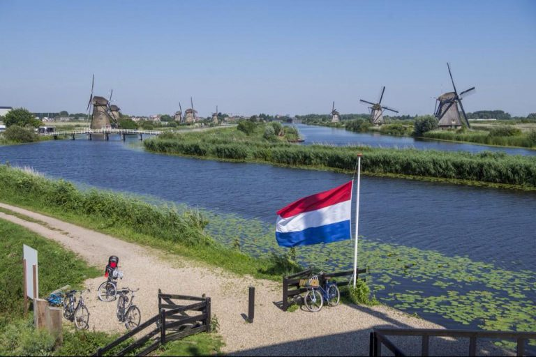 The Netherlands: united in grief
