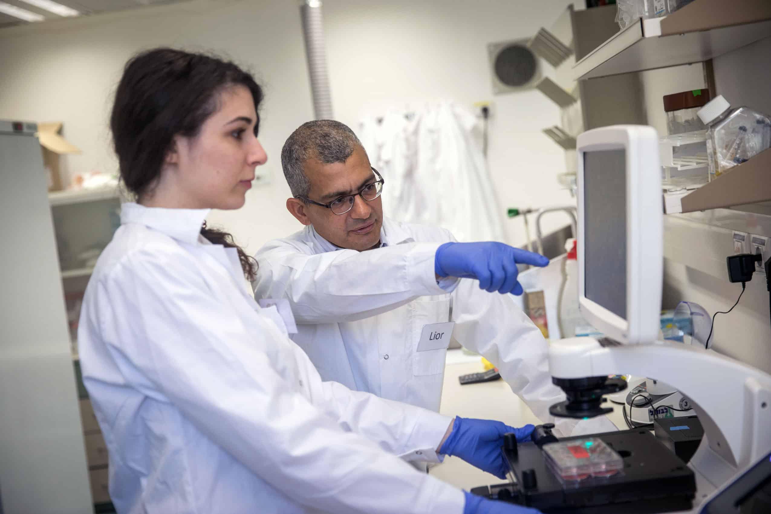 Lior Nissim, Ph.D., and lab member