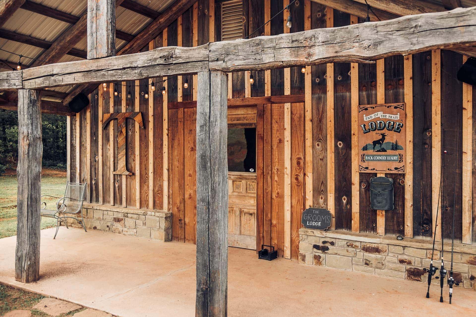 Groom Lounge Exterior at Esperanza Ranch