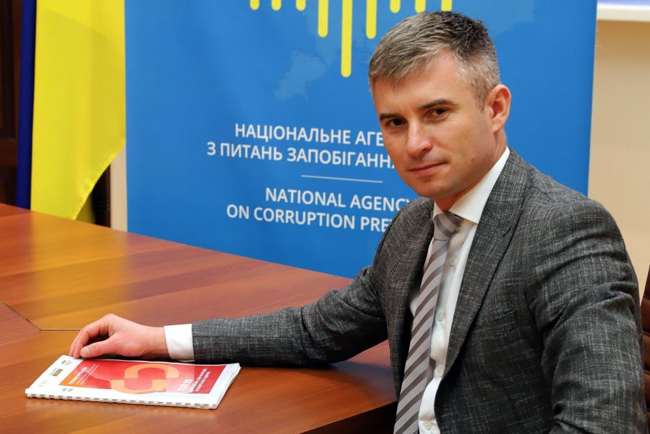 Oleksandr Novikov, chairman of the National Agency for Prevention of Corruption of Ukraine with the Top 20 Local Corruption Schemes – How to Overcome Them handbook.