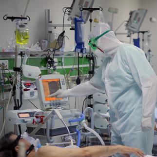 An ICU ward treating COVID-19 patients in Baku, Azerbaijan. (Photo: Aziz Elkhanoglu)