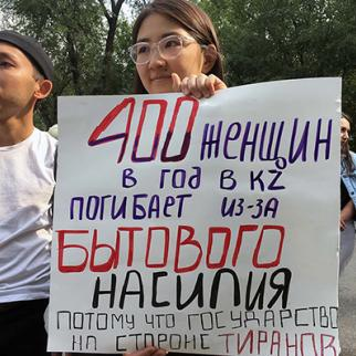 Peaceful gathering in Almaty of local feminist activists. (Photo: IWPR/CABAR)