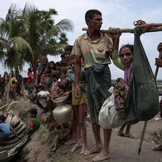 Thousands of Rohingya continue to cross the border into Bangladesh after violence erupted in Myanmar's Rakhine state. (Photo: Dan Kitwood/Getty Images)