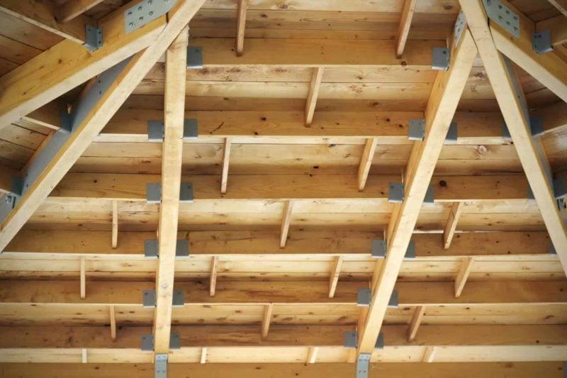 Strop drewniany 1 800x533 - Zalety i wady stropów drewnianych