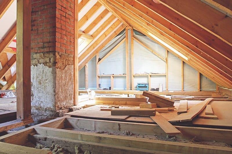 Jak ocieplić strop drewniany?