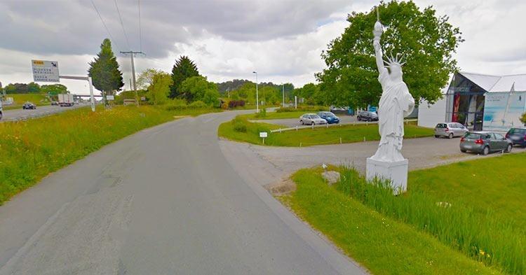 Ploreren-statue-of-liberty-replica