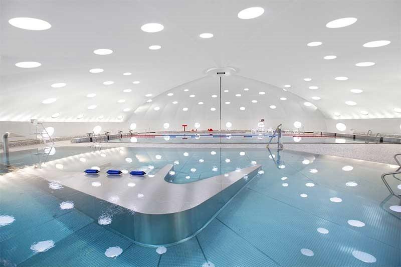 Strasbourg retro sunflower pool renovated; piscine tournesol
