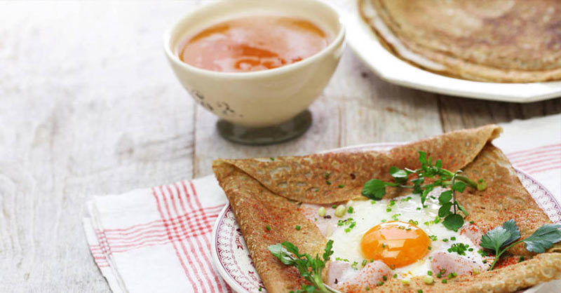 A popular galette (buckwheat crepe) is the Galette complète, filled with ham, emmental cheese and a sunny side egg.