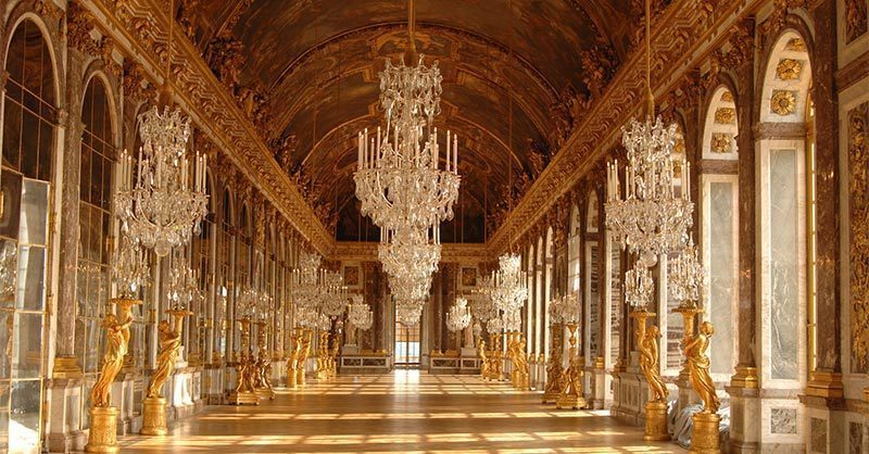 Arrange a private tour of palace Versaille-castle. Romantic things for couples to do