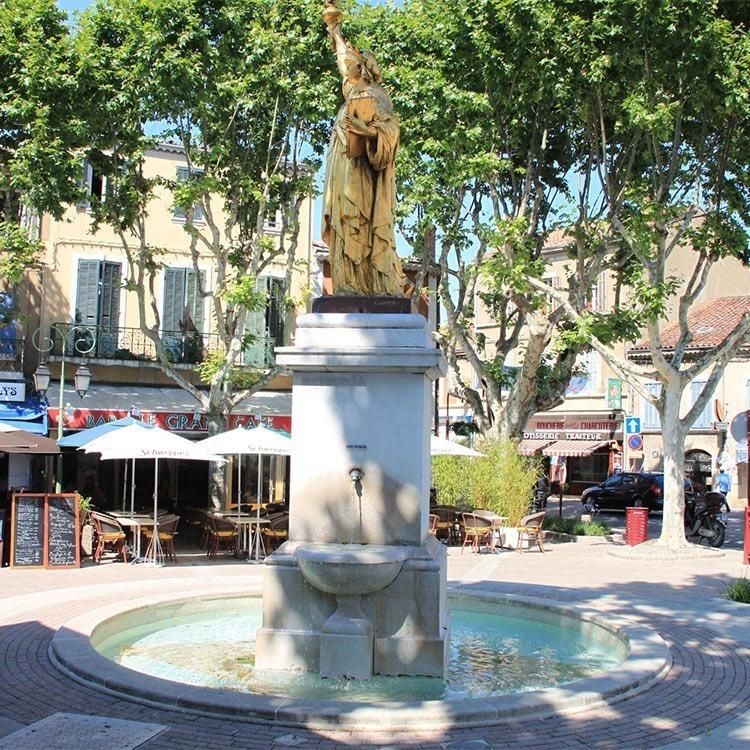 St-Cyr-sur-Mer-statue-of-liberty-replica-france
