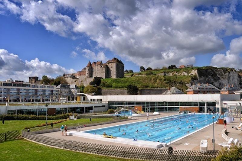 Les Bains Deippe public pool