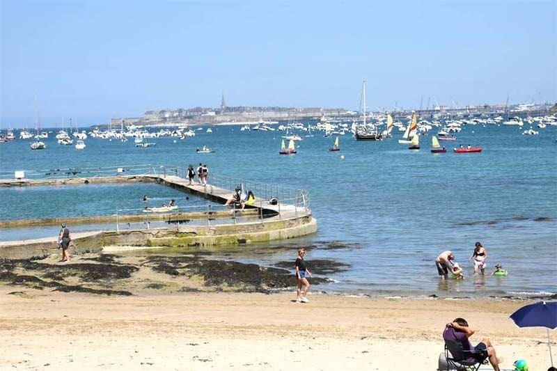 second outdoor public seawater pool in dinard France