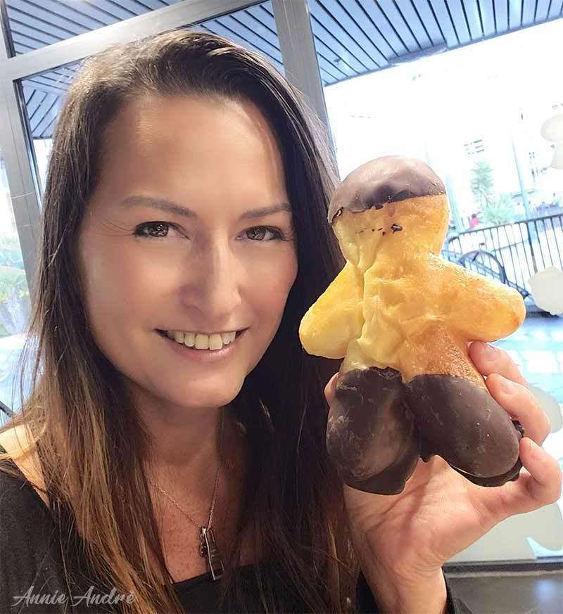 photo of Manalas or Mannele, brioche bread shaped like little gingerbread