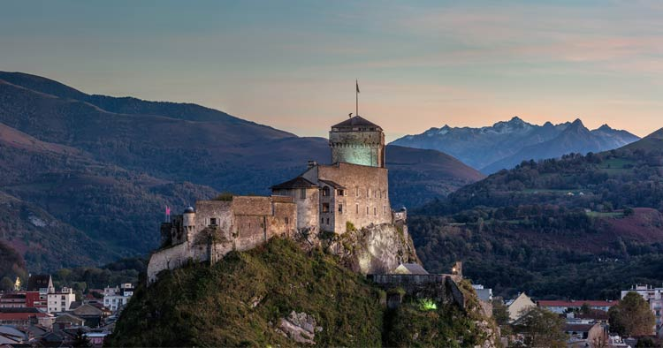 Chateau for de Lourdes: fortified french castle