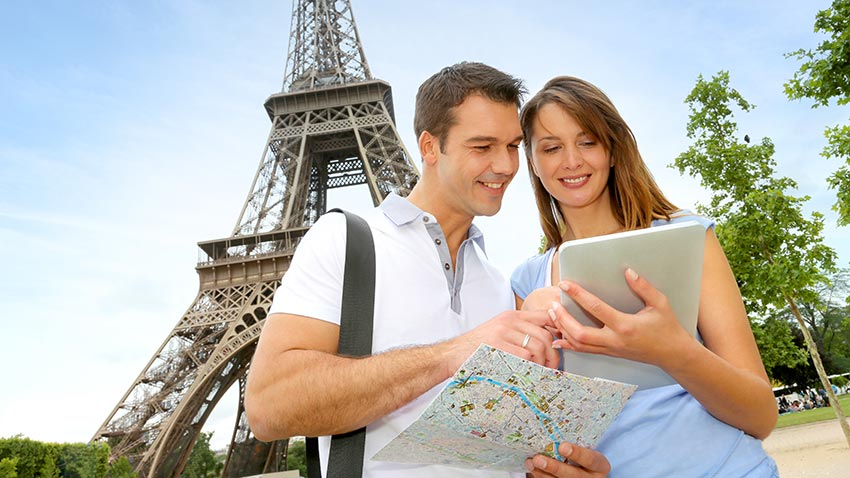 Travel with tablet: useful reasons why you should bring one with you on your next vacation