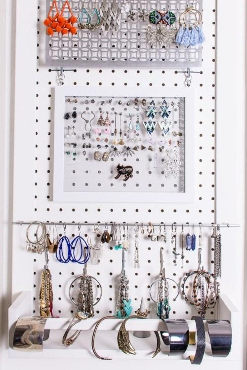 2. Turn the Door into Jewelry Storage by simphome.com