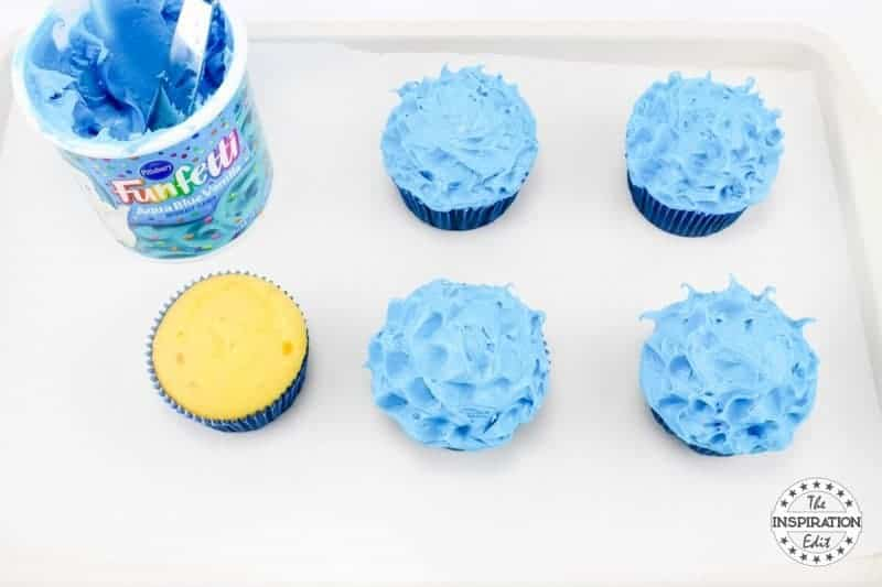 icing cupcakes with blue icing