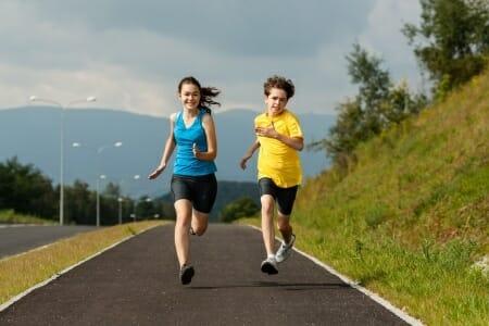 Bambini e sport: famiglia, scuola e politica devono promuoverlo