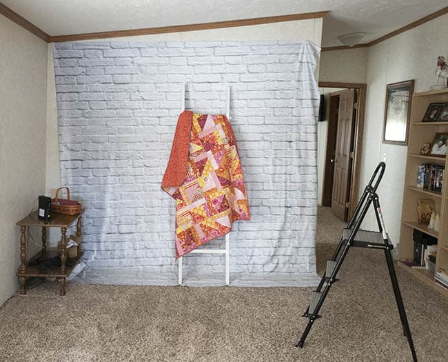 Quilt Photography Backdrop DIY for quilts setting up the backdrop