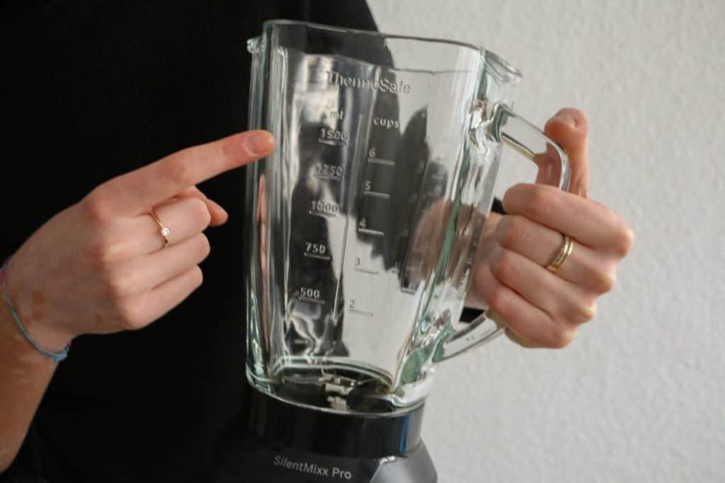 Bosch SilentMixx Pro Standmixer  - Nahansicht des massiven Glaskrugs