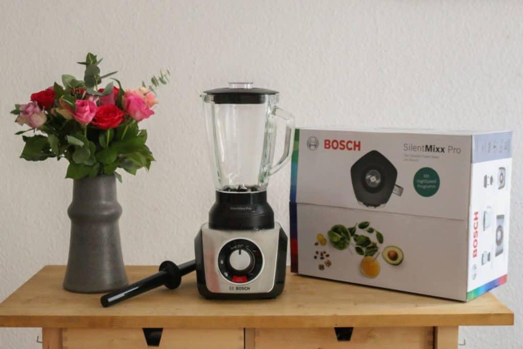 Bosch Silentmixx Pro Übersichtsfoto mit Gerät neben Verpackung