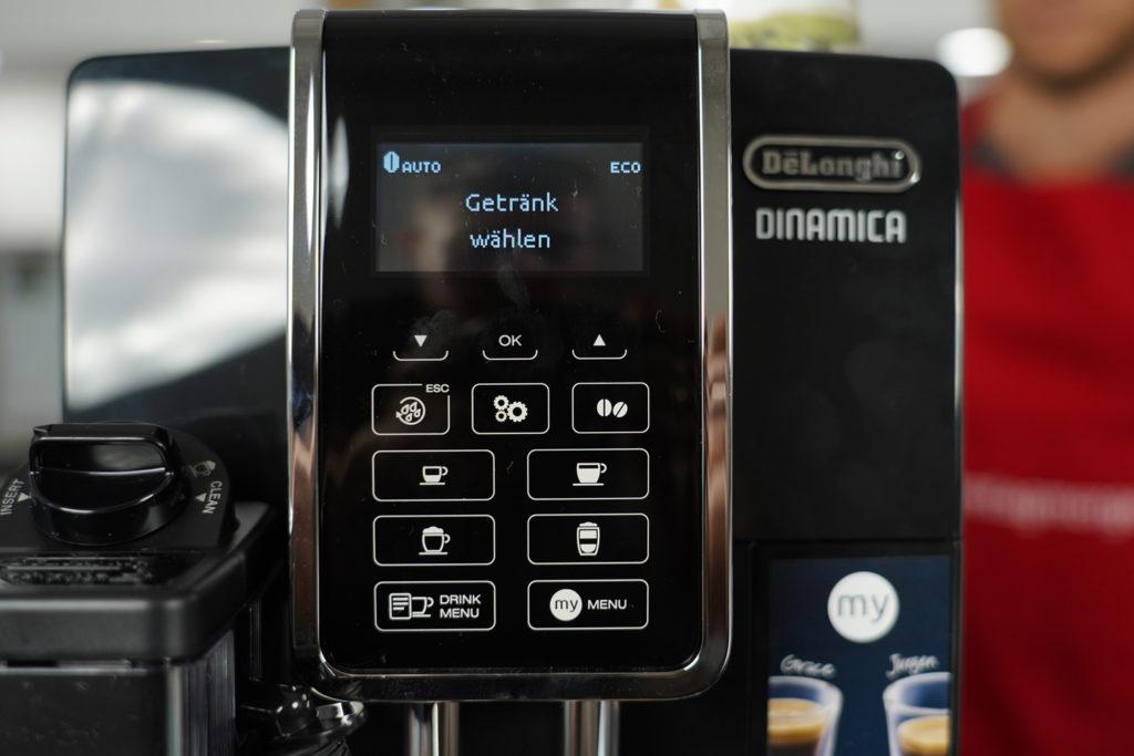 Das digitale Bedienfeld des DeLonghi Dinamica Kaffeevollautomaten