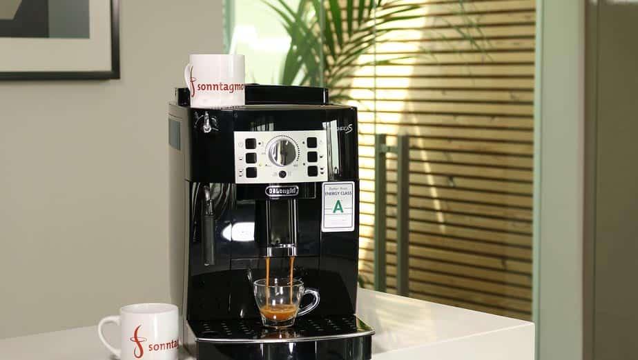 DeLonghi 22.110.B bei der Espressozubereitung