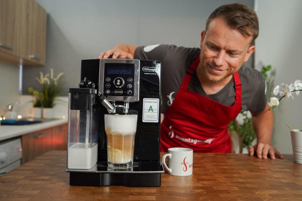 Latte Macchiato mit dem DeLonghi ECAM 23.466.B zubereitet
