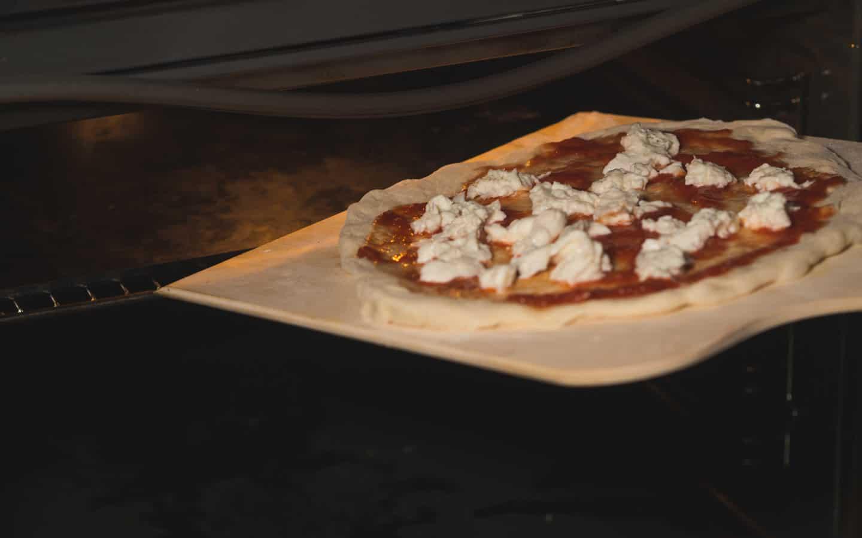 Pizza einschieben