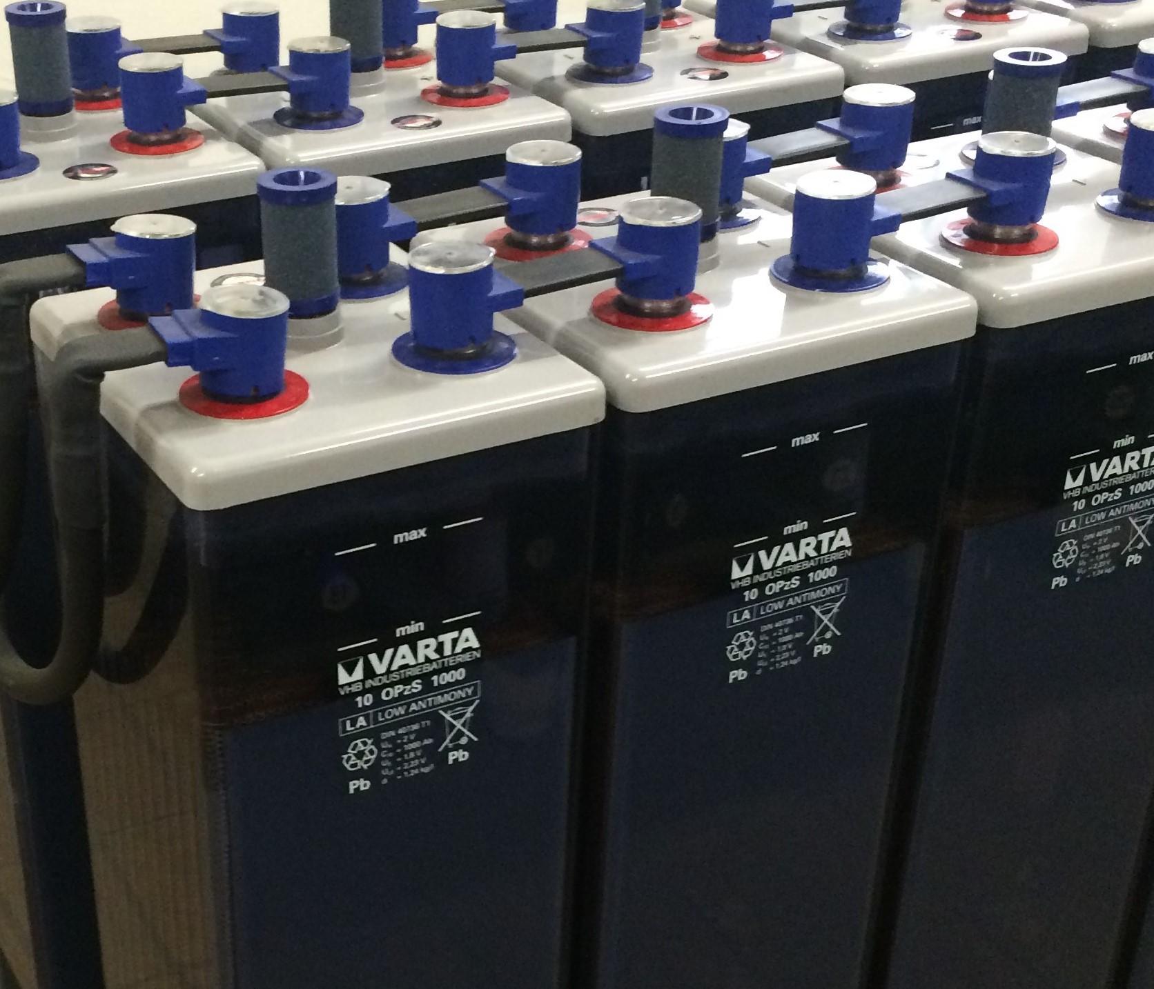 Reihenschaltung von Autobatterien
