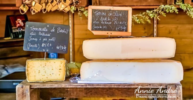 French cliches and stereotypes: French cheese