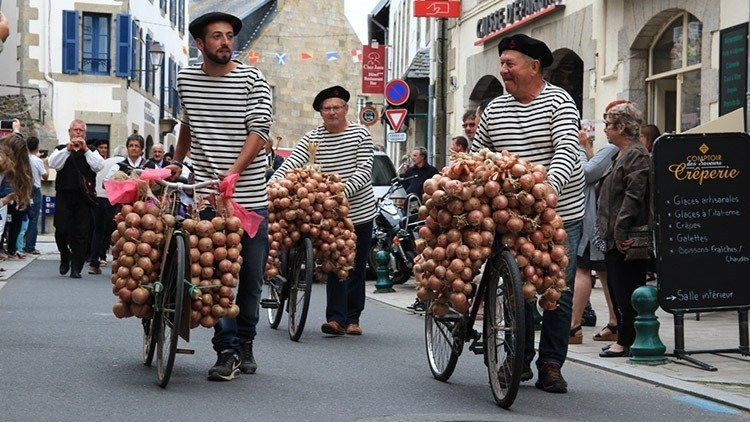 French stereotype and cliches: Onion Johnny festival in Roscoff France