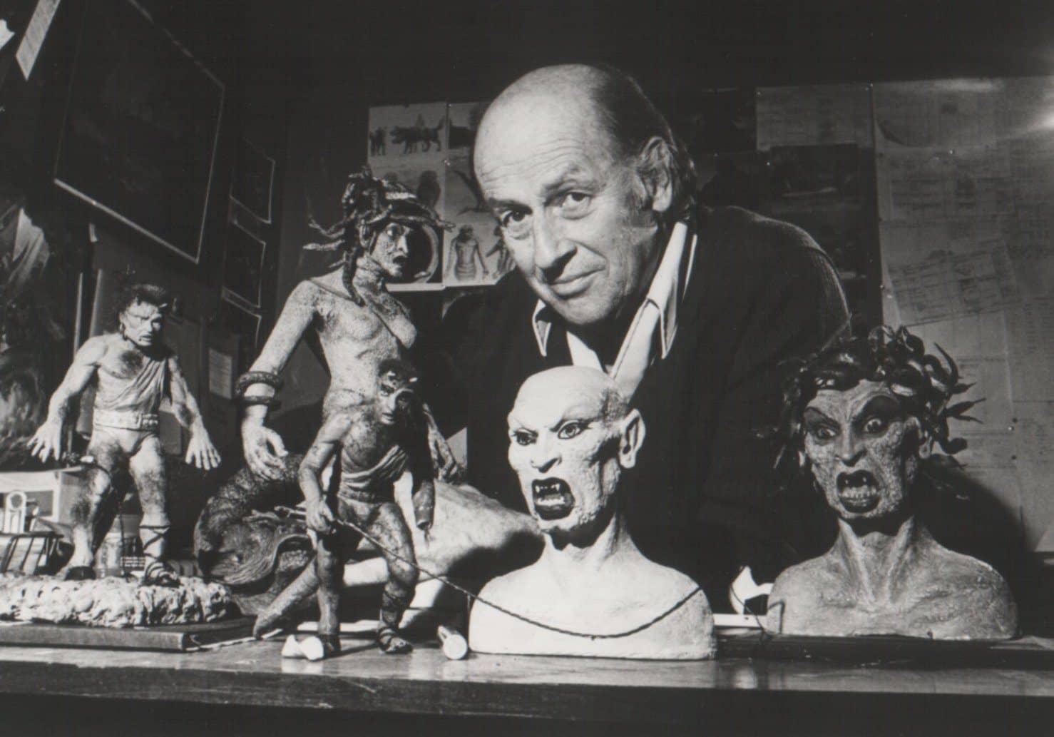 Ray Harryhausen, o rei dos efeitos especiais e animação em stop motion e que criou os efeitos de Jasão e os Argonautas, Sinbad, Fúria de Titãs
