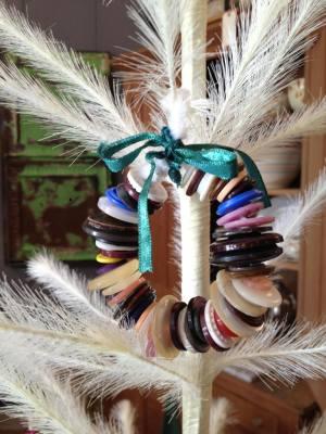 DIY No Sew Holiday Button Wreath
