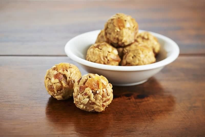 Make memories with your kids without spending hours in a hot kitchen with these delicious no-bake peanut butter snack bite ideas from Kraft!