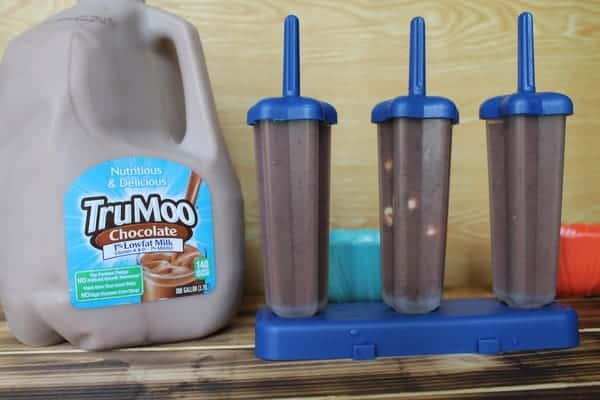 Celebrate the last day of school with delicious Mixed-Up TruMoo Double Chocolate Pudding Pops customized by your kids! Easy to make & perfect for summer!