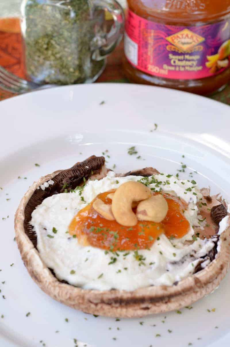 Looking for a meat alternative for your BBQs? You have to try this delicious grilled portobello mushroom recipe, with goat cheese and yummy Mango Chutney!