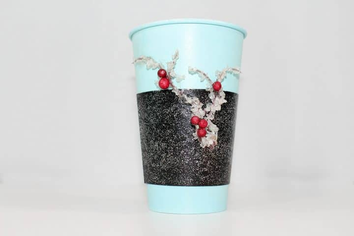 Looking for a fun DIY teacher's gift idea that your children can help make? This Christmas cup craft for kids is perfect for anyone on your list & easy too!