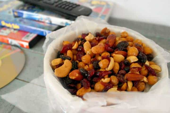 Looking for a healthy family movie night snack that isn't the usual bowl of popcorn? Check out our honey roasted chick peas snack mix recipe!