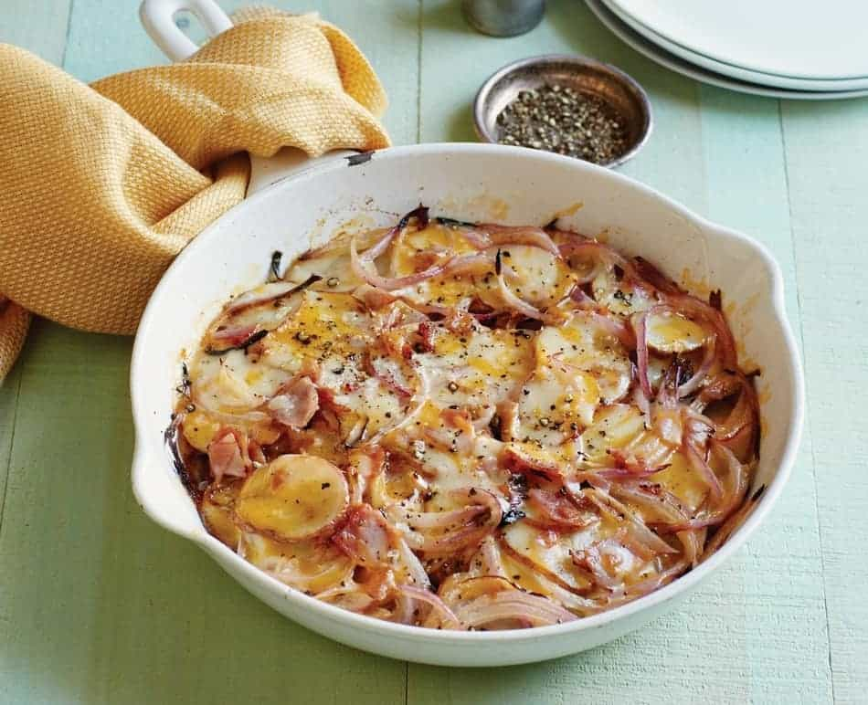 Make delicious and healthy meals, like this ham & potato casserole with just 4 ingredients thanks to The 4-Ingredient Diabetic Cookbook! Check it out!